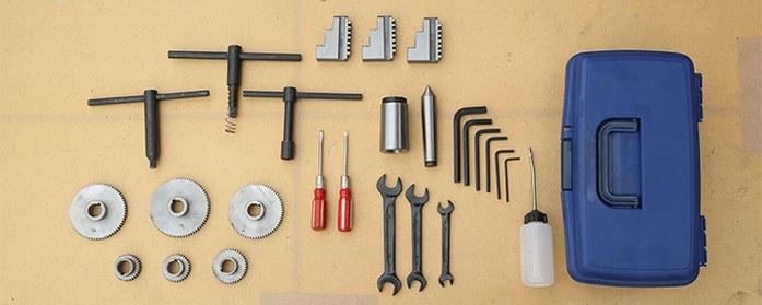 В ЗИП токарного станка MLM 36100 (360x1000) входят ключи, масленка, обратные каленые кулачки, неподвижный центр МТ 3, переходник с МТ-5 на МТ-3 и сменные шестерни для гитары