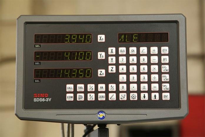 на токарном станке MLM 36100 (360x1000) установлена многофункциональная УЦИ SINO SDS6-3V