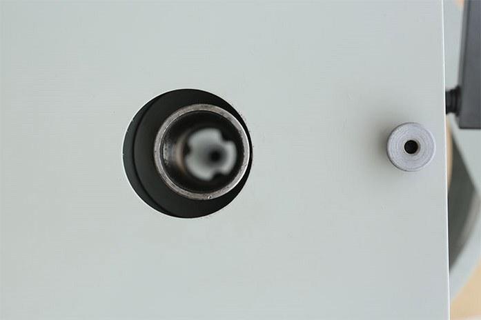 Максимальный диаметр отверстия на токарном станке MLM 36100 (360x1000)  составляет 38 мм.