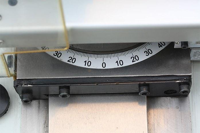 На токарном станке MLM 36100 (360x1000) регулировка салазок позволяет точно задать необходимый угол +/-500